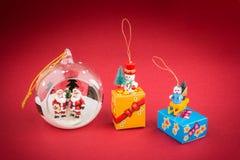 Boule transparente de Noël avec Santa, decoratio d'arbre de Noël Photographie stock libre de droits