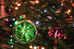 Boule verte de Noël Photo libre de droits