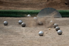 Boules шарика игры в петанки bawls на поле пыли Стоковое Изображение