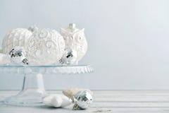 Boules blanches de Noël de vintage Image libre de droits
