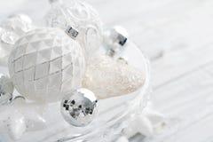 Boules blanches de Noël de vintage Images libres de droits