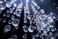 Boules bleues abstraites de verre cristal, fond Photographie stock libre de droits