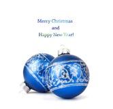 Boules bleues de Noël avec l'ornement argenté d'isolement Image libre de droits