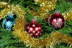 Boules bleues de rouge et d'un Noël Image libre de droits
