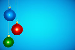 Boules colorées d'arbre de Noël au fond bleu Image libre de droits