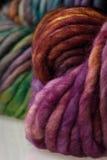 Boules colorées de fil de laine Image libre de droits