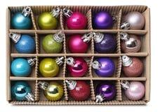 Boules colorées de Noël dans la boîte Photographie stock libre de droits