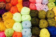 Boules color?es de laine photo libre de droits