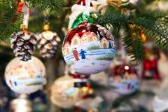 Boules décoratives colorées de Noël Photo libre de droits
