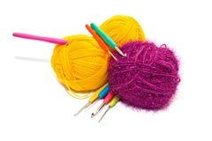 Boules d'écheveau et de crochets spéciaux Photographie stock