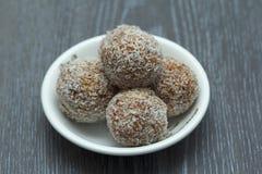 Boules d'abricot et de noix de coco photographie stock libre de droits