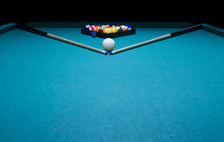 Boules de billard le centre de la table. Photos stock