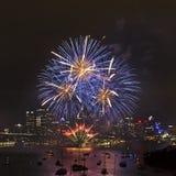 Boules 2014 de bleu de Waverton de feux d'artifice de Sy Photographie stock libre de droits