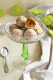 Boules de bonbon à carotte, à noix de coco et à fruits secs photos libres de droits