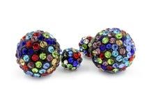 Boules de boucles d'oreille - couleur multi avec des cristaux Photographie stock libre de droits
