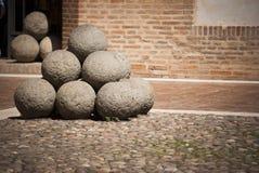 Boules de canon médiévales Photos libres de droits