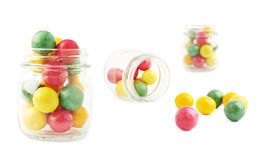 Boules de chewing-gum et composition en verre en pot Photographie stock