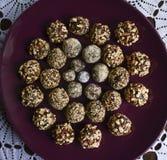 Boules de chocolat avec l'amande photos stock