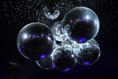 Boules de disco dans l'obscurité Images libres de droits
