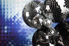 Boules de disco, ondes sonores et fond de musique Photo stock