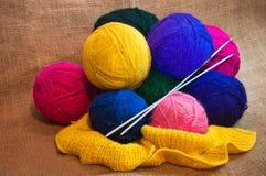 Boules de fil à tricoter Image libre de droits