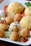 Boules de fromage et purée de pommes de terre Images stock