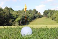 Boules de golf dans le terrain de golf Photographie stock