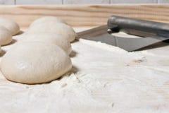 Boules de la pâte, pizza italienne Images libres de droits
