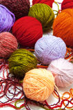 Boules de laine sur un fond blanc image libre de droits