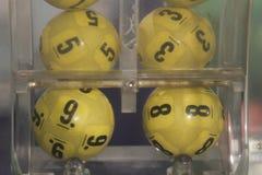 Boules de loterie pendant l'extraction Photo stock