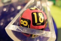 Boules de loterie pendant l'extraction Photographie stock libre de droits