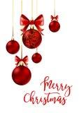 Boules de Noël avec le ruban et les arcs rouges Images libres de droits
