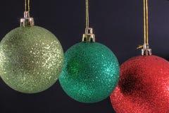 3 boules de Noël de nouveau au dos Images stock