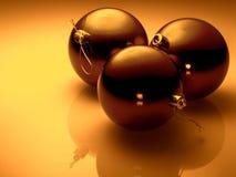 Boules de Noël sur le fond d'or Photos libres de droits