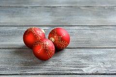 Boules de Noël sur les conseils photos libres de droits
