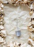 Boules de papier chiffonnées avec le papier chiffonné Photos libres de droits