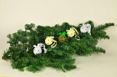 2+2+1 boules de papier de Noël Photo stock