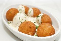 Boules de pomme de terre dans un plat Image stock