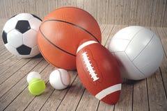 boules de sport du rendu 3d sur le backgorund en bois Ensemble de billes de sport Équipement de sport tels nous le football, bask Image libre de droits