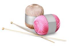 Boules de tricotage de laine d'isolement sur le fond blanc Photo stock