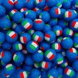 Boules du football de l'Italie (beaucoup) 3d rendent le fond Images libres de droits