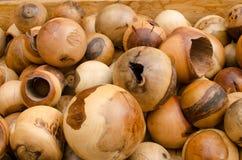 Boules en bois dans différentes tailles Image stock