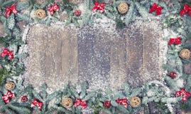 Boules en bois de Noël en bois de fond Image libre de droits