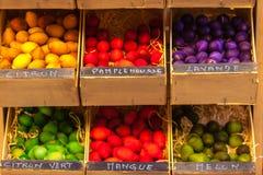 Boules en bois parfumées exotiques à vendre dans les Frances Photographie stock libre de droits