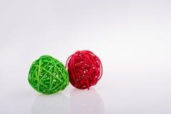 boules en bois rouges et vertes Photo stock