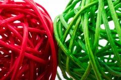 boules en bois rouges et vertes Photos libres de droits