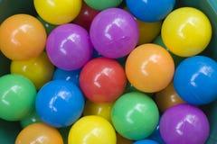 Boules en plastique colorées Image stock