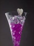 Boules en verre dans un verre de champagne Images libres de droits