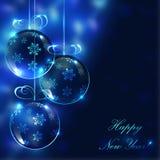 Boules en verre de Noël sur le fond trouble avec des lumières Image libre de droits