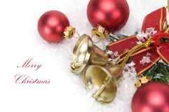 Boules et neige rouges de Noël de Joyeux Noël Image libre de droits